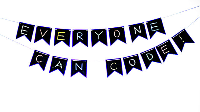 every one can code!と書いてあるフラッグ